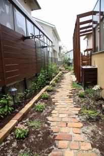 ガーデンルームの庭