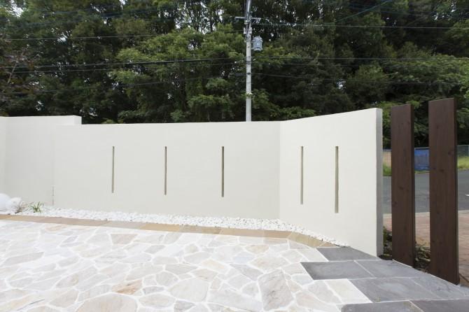 白のデザイン壁