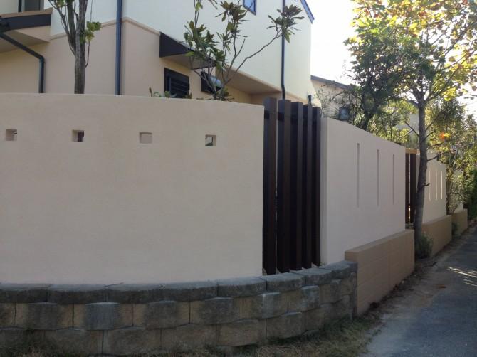 スリットフェンスとデザイン壁