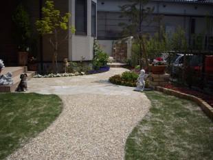 奥行き感のある庭