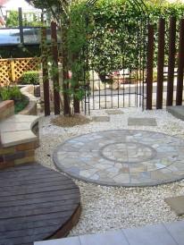シンプルおしゃれな庭