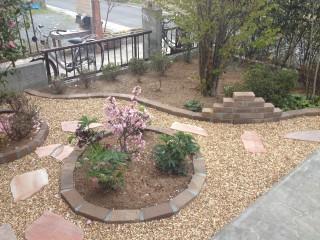 レンガ花壇と飛び石デザイン