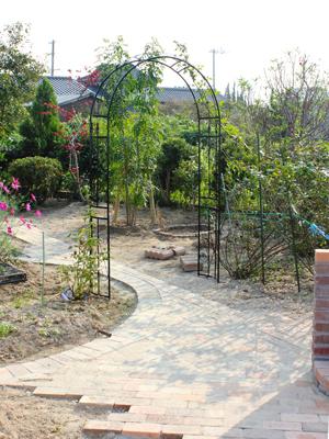 自然素材をふんだんに取り入れた家族が集う庭5