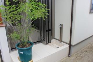 シンプルな立水栓